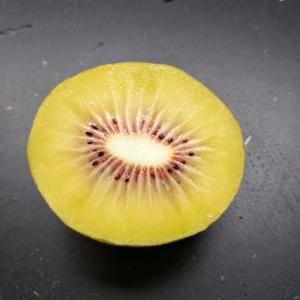 原生态,奶油红心猕猴桃,果型完美,品质优良。
