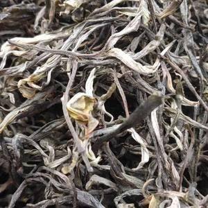 云南高原生态绿茶,产地的境内群峰起伏,平均海拔1000米...