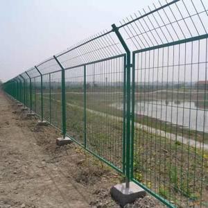 养殖场围栏网 护栏网 隔离网 果园林地围栏防护网1561...